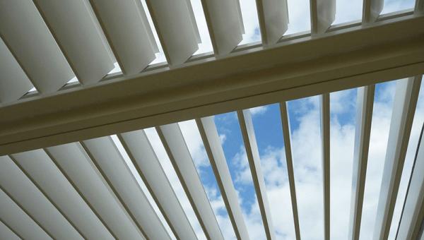 Comment bloquer la chaleur de la lumière du soleil à partir des fenêtres
