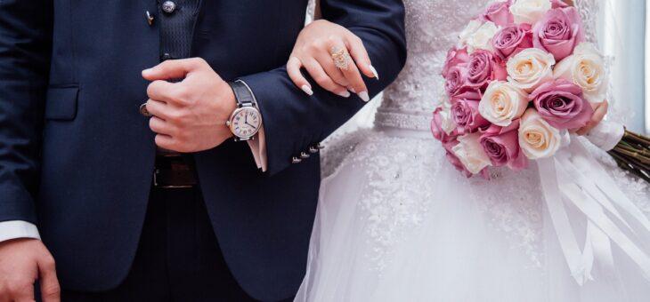 Comment l'achat en ligne facilite les préparatifs de son mariage?