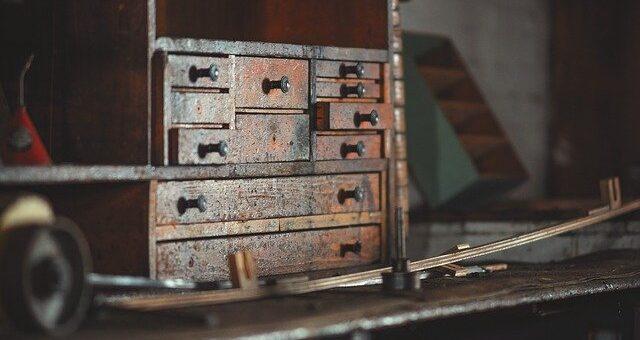Comment rénover un vieux meuble facilement